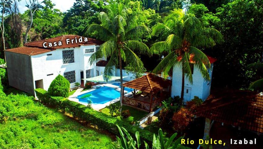 Casa Frida en Rio Dulce con 6 habitaciones