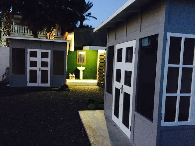 Glamping in Curaçao - 1 person, single Bed Cottage - Jan Thiel - Cabane