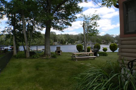 Waterfront Cabin getaway on pristine lake - Glocester - Casa