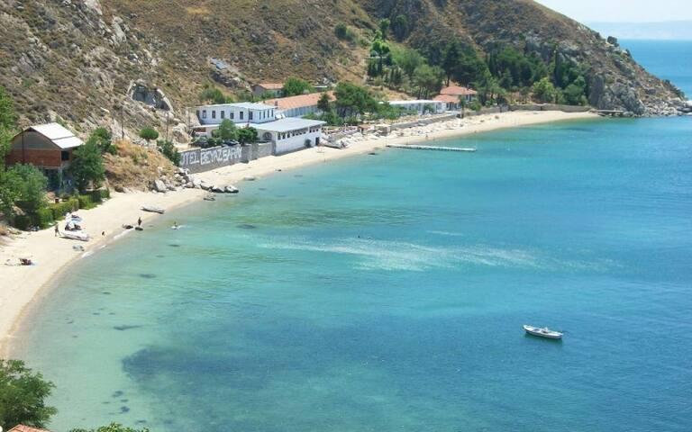 Quiet Waterfront Island Villa/Denize sifir villa
