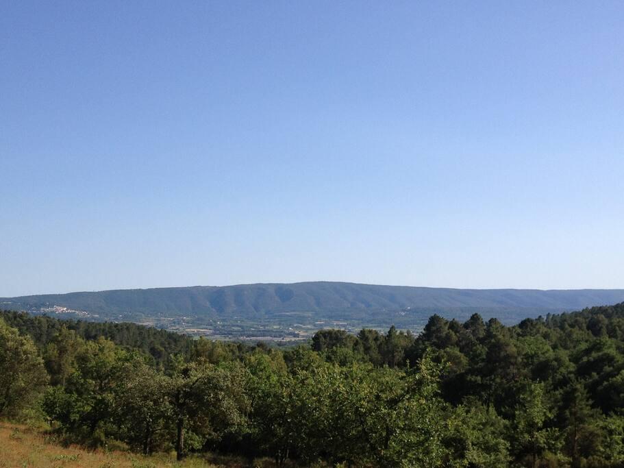 La vue sur le Luberon de la maison.