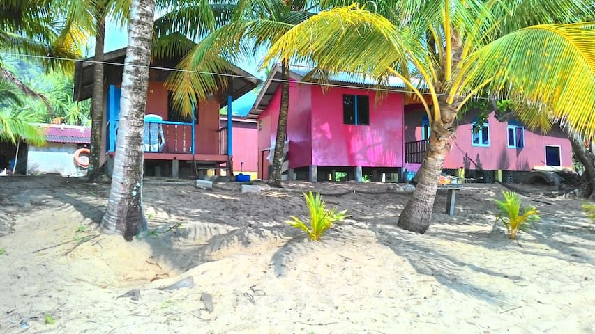 Amazing Beach Front Permata Chalet with AC