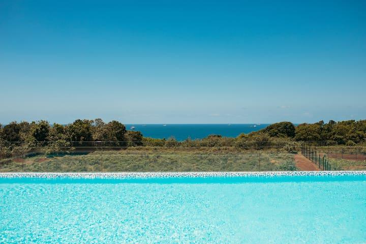 Rooftop Pool & Sea view