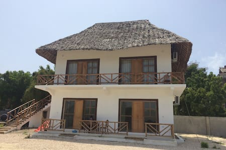 Awesome lodge by the beach 1 - นุงวี