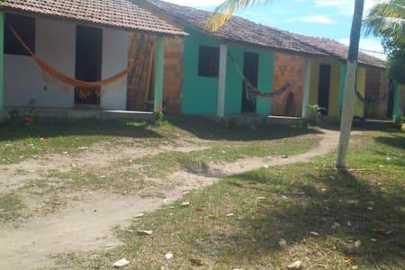 3 quartos aconchegantes - Cumuruxatiba - Almhütte