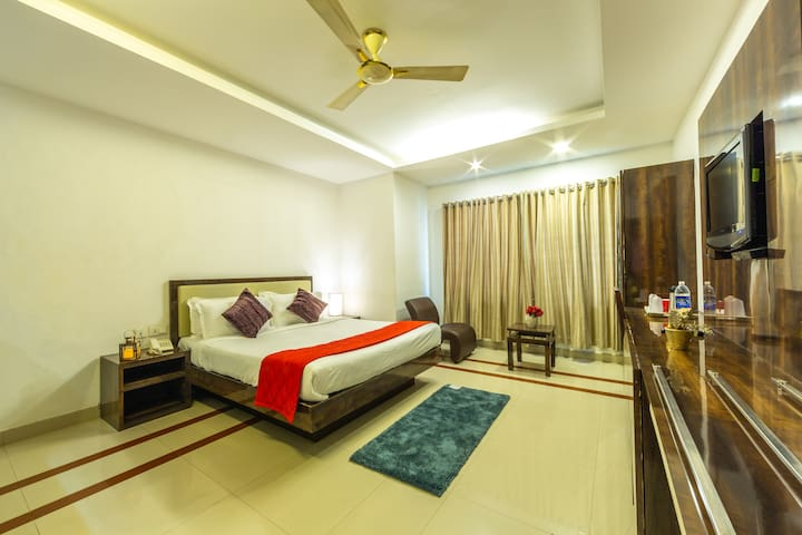 Airconditioned Deluxe Room At M G Road