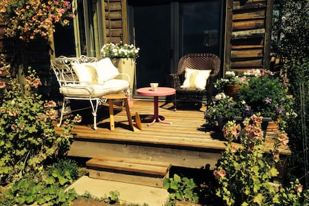 CHARMING COUNTRY COTTAGE - 45 MINUTES TO TELLURIDE