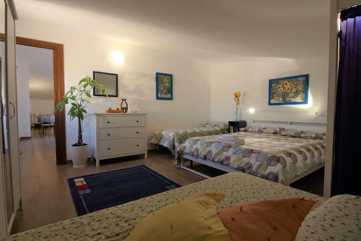 E poi la camera da letto bella, accogliente e pulita per i vostri dolci sogni.