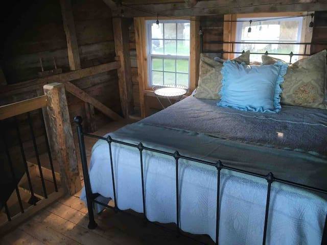 Queen size bed in the loft.  Fall asleep to the sound of the waves. Complete view of the beach from the bed!