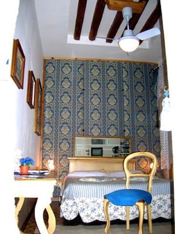 Elegante camera doppia con bagno privato