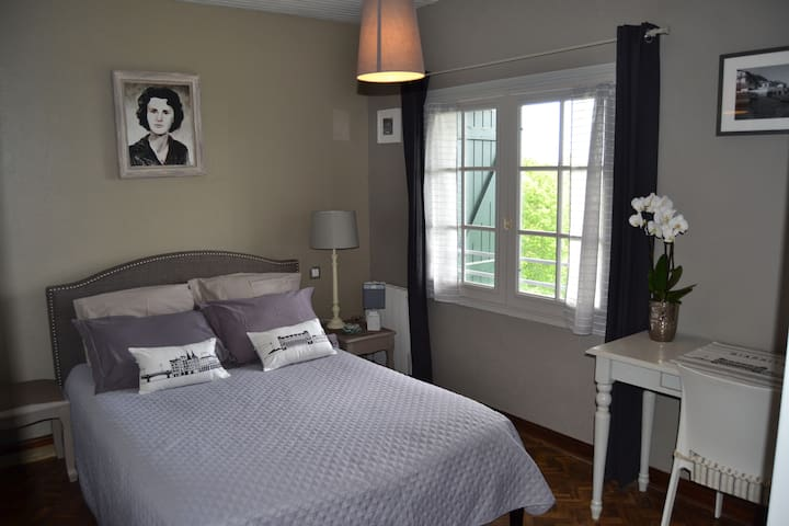 chambre d 39 hotes biarritz vue mer 2 per bed and breakfasts for rent in urrugne aquitaine france. Black Bedroom Furniture Sets. Home Design Ideas