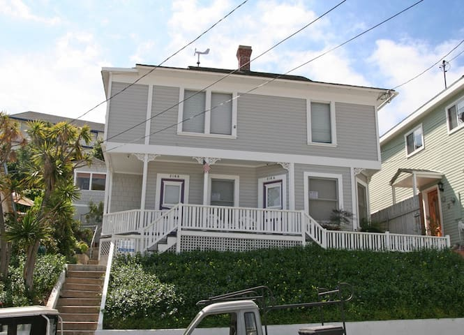 Charming Victorian Triplex, Roof top Deck, 2 Blocks to the Beach, WIFI - 216 Whittley C