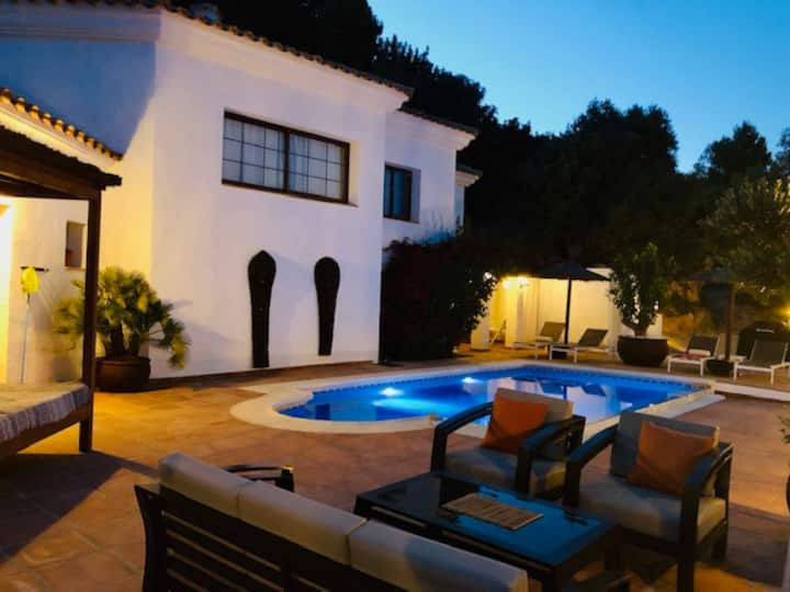 Villa Los Olivos with private pool