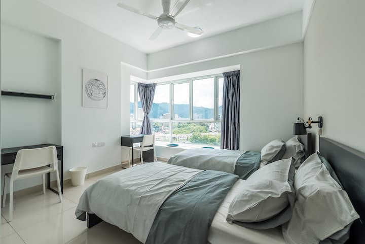 Cozy Master Suite near Queensbay Mall