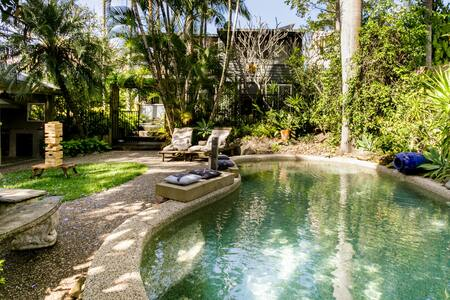 Guest Suite in House with Balinese-Inspired Garden