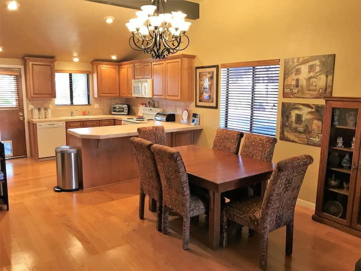 Warm & Welcoming Condo in Village of Oak Creek - Canyon Diablo Condo S058