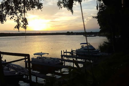 Waterfront Guesthouse on the St John's River - Welaka - 民宿