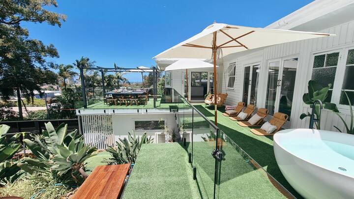THE SUN DECK_ Coolangatta. Coastal holiday home