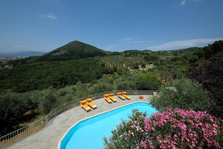 Le Maggioline - Hilltop Country House with pool