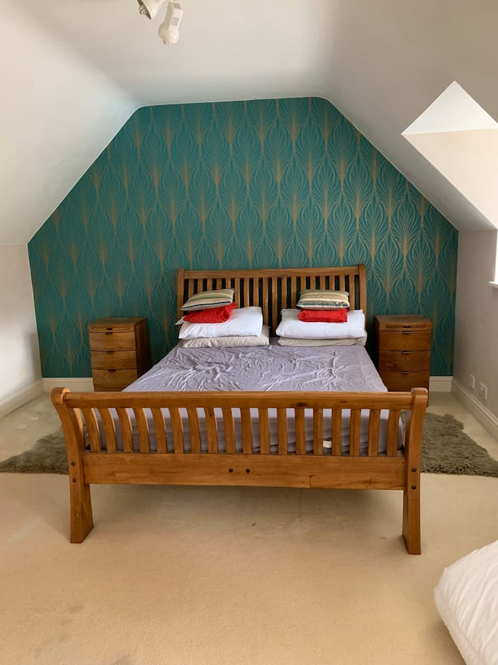 Large king size room with large private en-suite