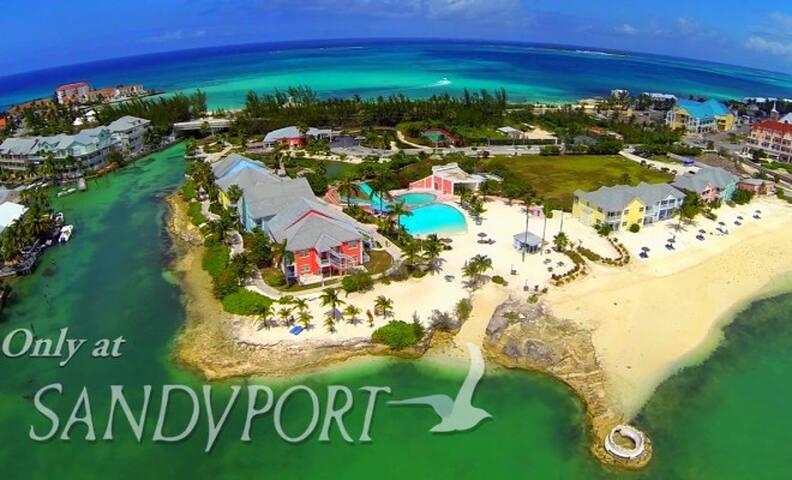 Sandyport Beaches Resort: 3-Bedroom - Nassau - Villa