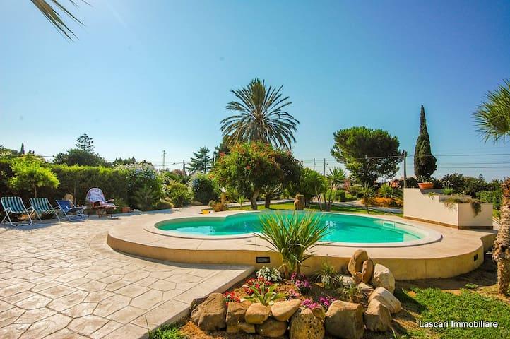 VILLA in THE LAP OF LUXURY. RELAX in private pool - Solfarelli - Villa