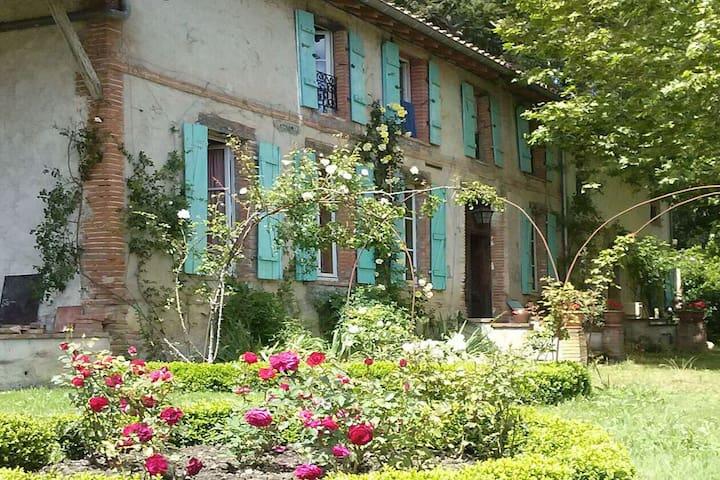 Private room in rustic farmhouse in Ariège