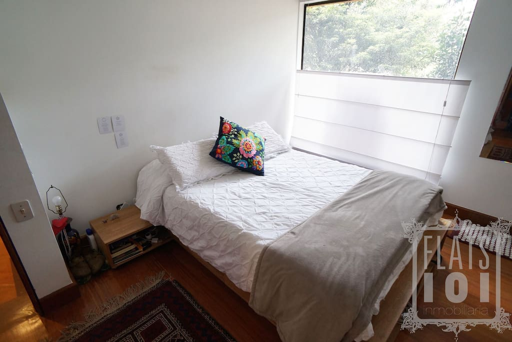 Double bedroom with beautiful view to the park