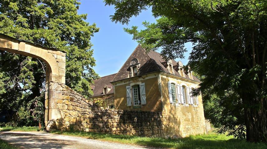 ferme des cent écus - Sainte-Mondane - House