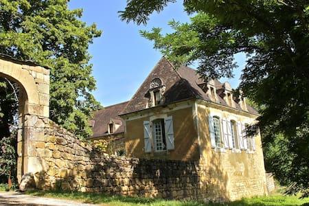 ferme des cent écus - Sainte-Mondane - Rumah