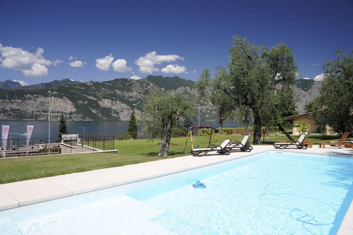 Holiday Apartment with Wi-Fi, Air Conditioning, Pool and Garden; Garage available; Pets allowed