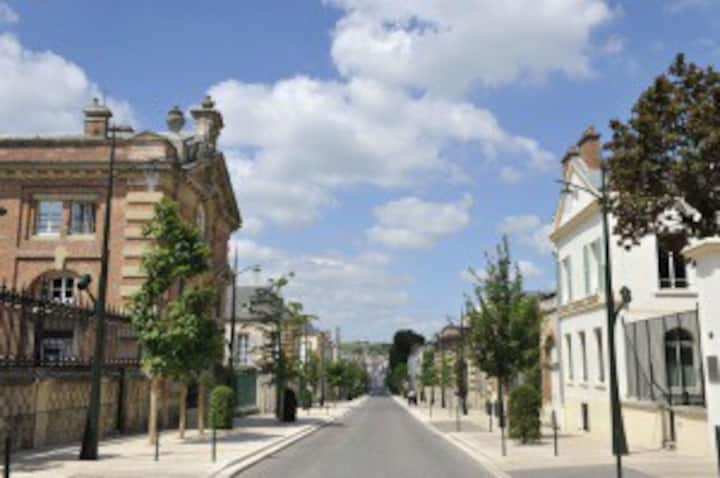 Studio avenue de Champagne, Epernay