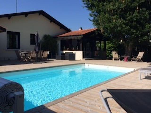 Maison andernos piscine chauff e houses for rent in - Piscine andernos les bains ...