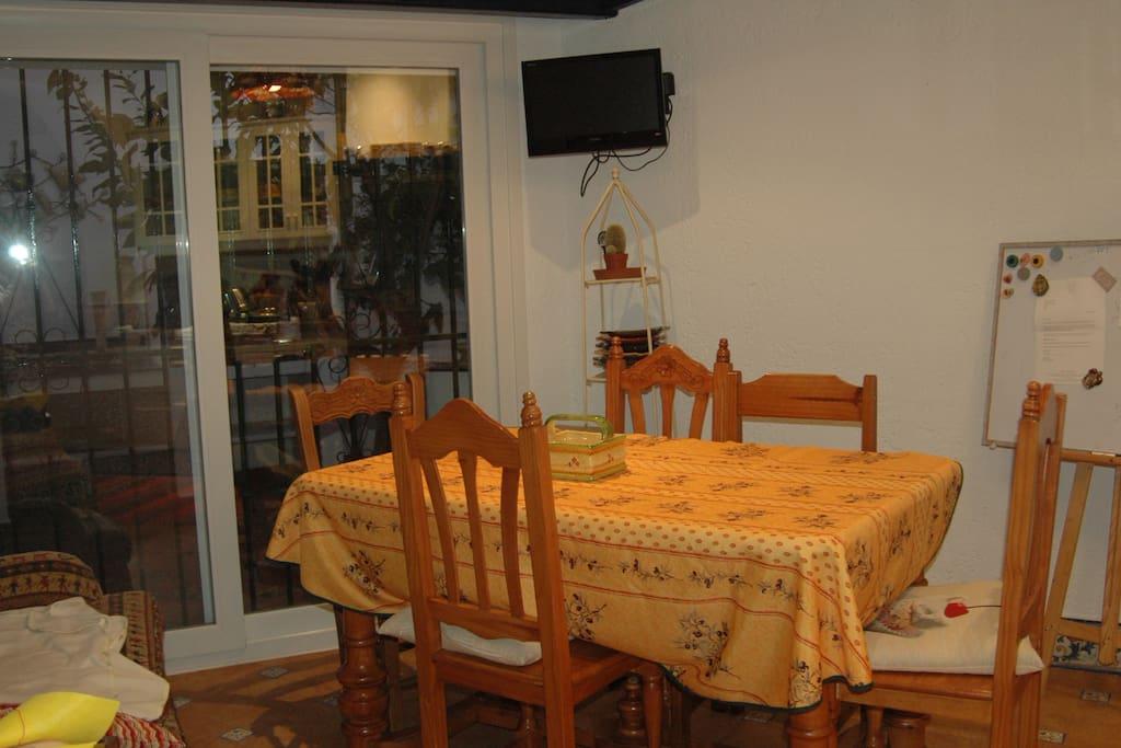 Habitaci n en casa familiar biling e casas en alquiler for Habitacion familiar en alquiler