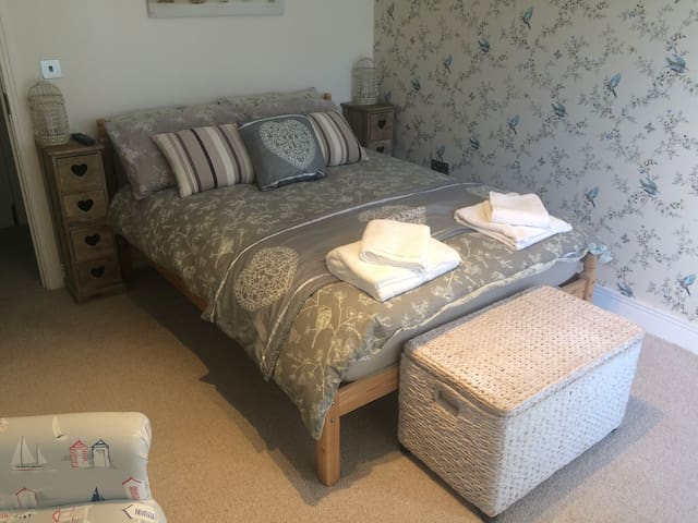 Double bedroom, near Chesil beach - Portland - Huis