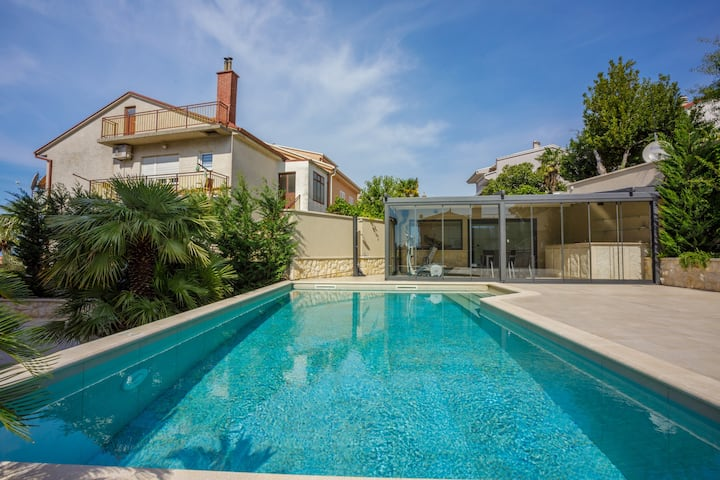 Apartment for 4-6 persons with pool in Crikvenica