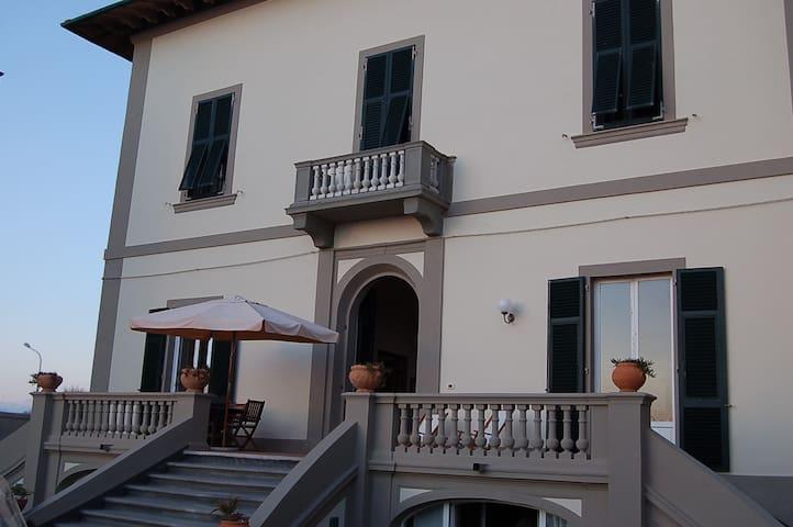 Appartamento in Villa fronte mare - Marina di Pisa-tirrenia-calambr - Apartment