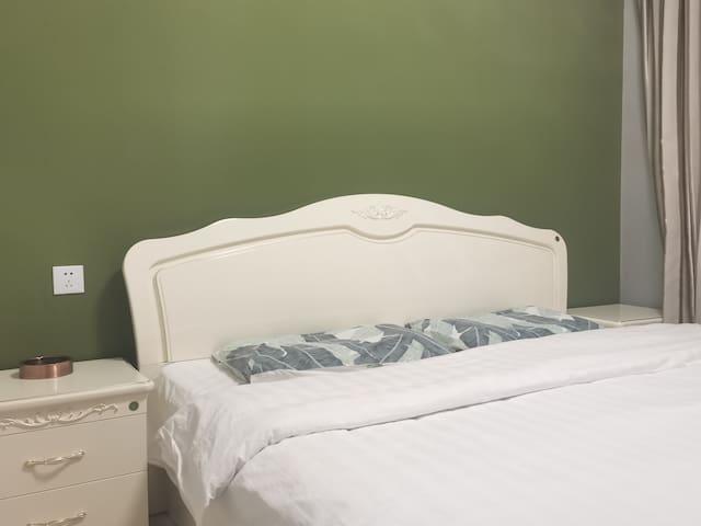 品牌环保家具  1.8软硬适中床垫