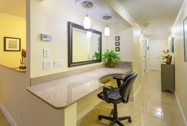 FLORIDA COASTAL DREAM GETAWAY - Tampa - Condominium