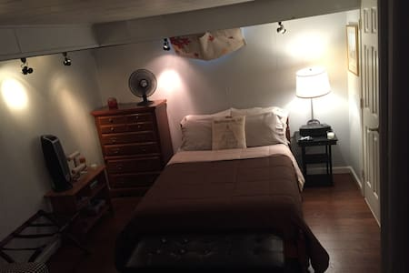 Quiet & Cool Room w/ Private Entrance & Amenities