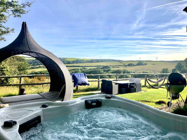 Rosie's Retreat heated year round+ Private Hot Tub