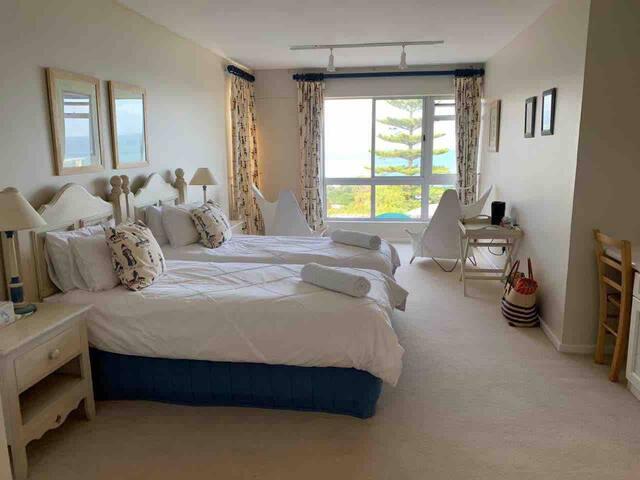 The Weavers - Room 2 (Two Single Beds, En-Suite)