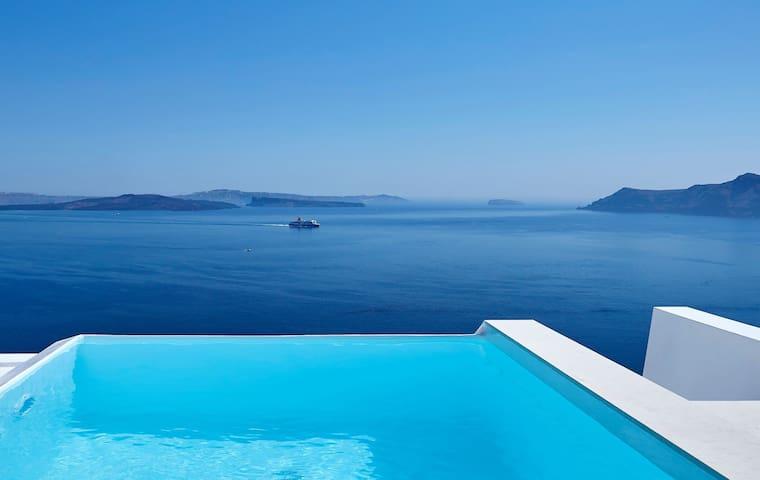 GRAVSAN401-3 Three Bed Villa W/pool & Caldera View
