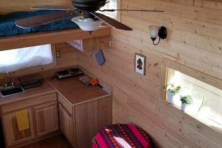 Gorgeous, hand-crafted tiny house *no cleaning fee