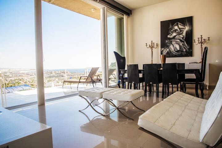 Top rated luxury views 3 bdr condo - Pedregal