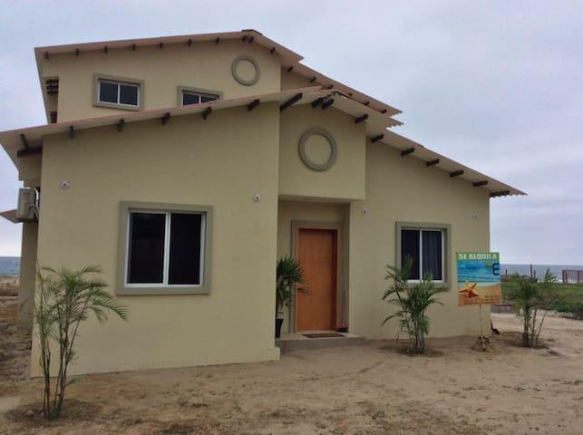 New, spacious ocean-front home - Casa