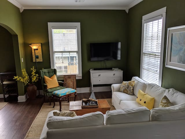 ★Family Getaway★Near Beach/DT, Full fence for Dogs
