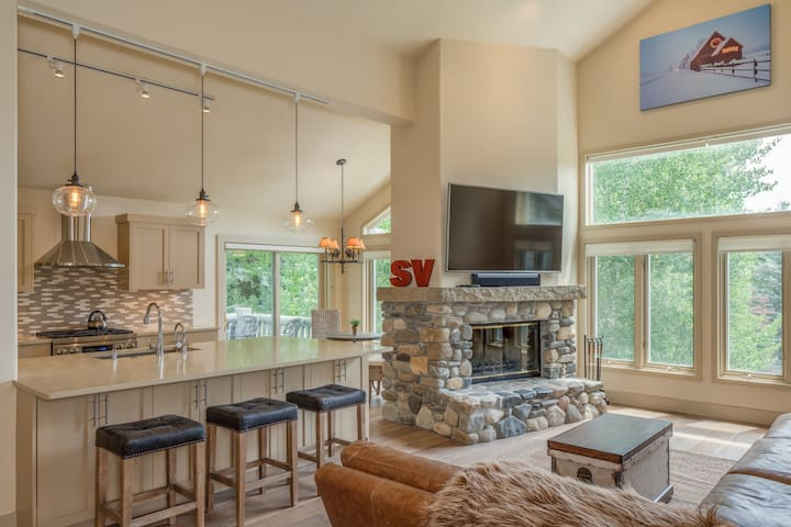 Remodeled!  Ideal SV/Elkhorn Home w/Shared Pool
