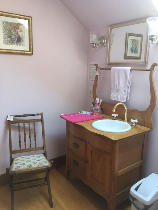 The antique washstand in the Red Oak bathroom is retrofitted with a sink