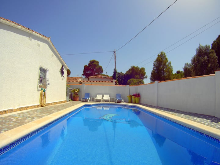 Villa Alegre: MODERN HOUSE WITH PRIVATE POOL, TERRACES, BARBECUE, 6 PEOPLE